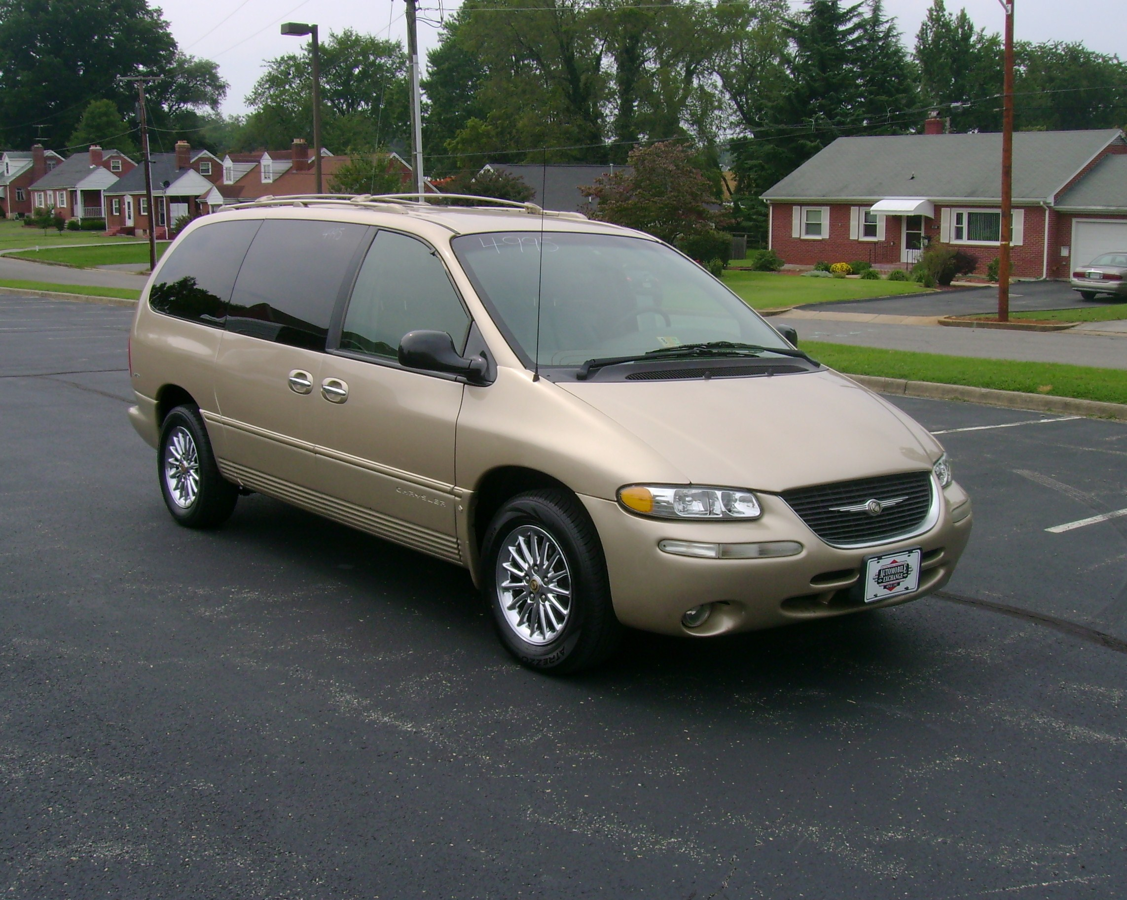 1999 Chrysler Town Country 003