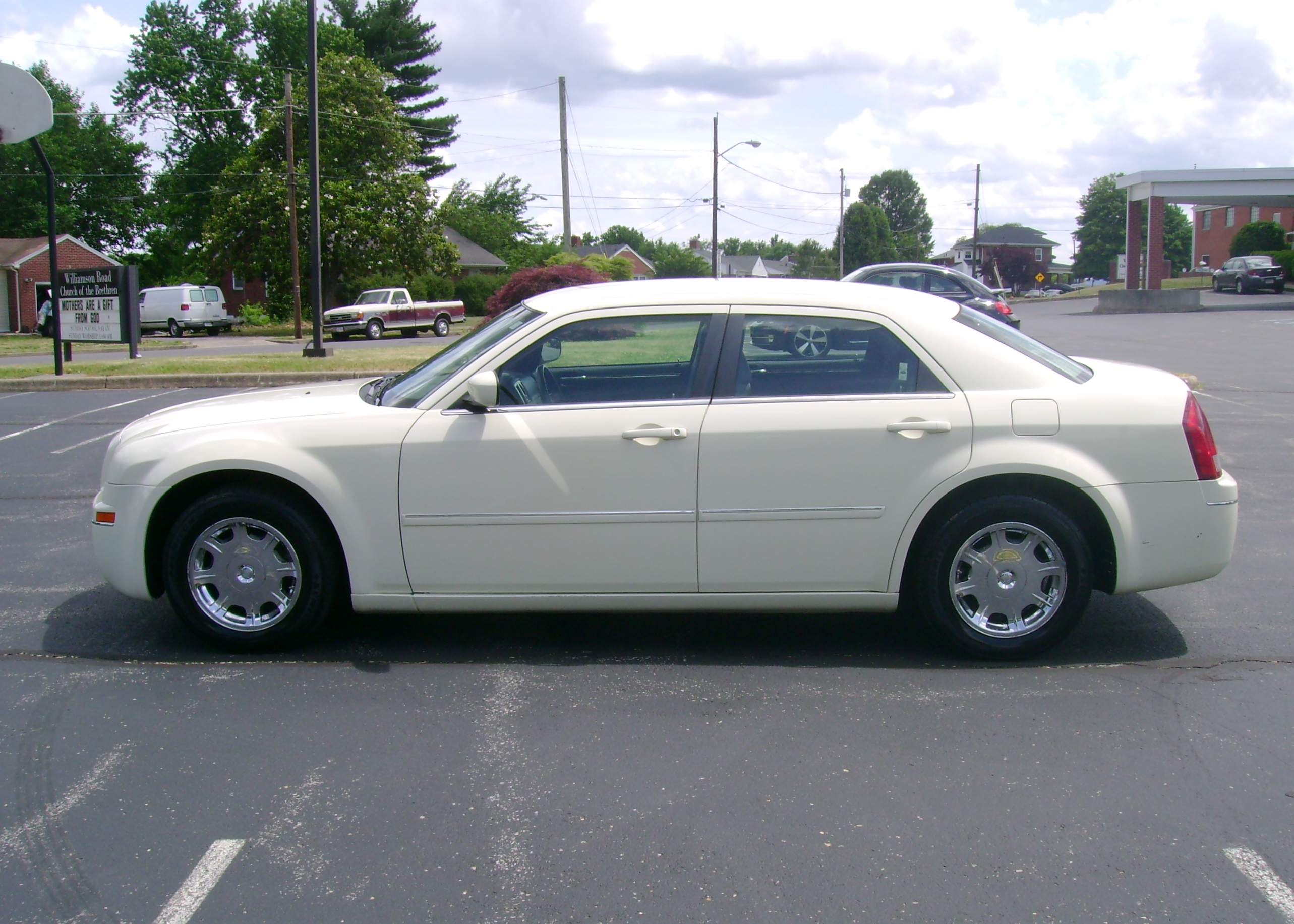 2006-Chrysler-300-008.jpg