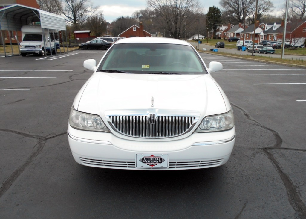 2003 Lincoln Towncar 002