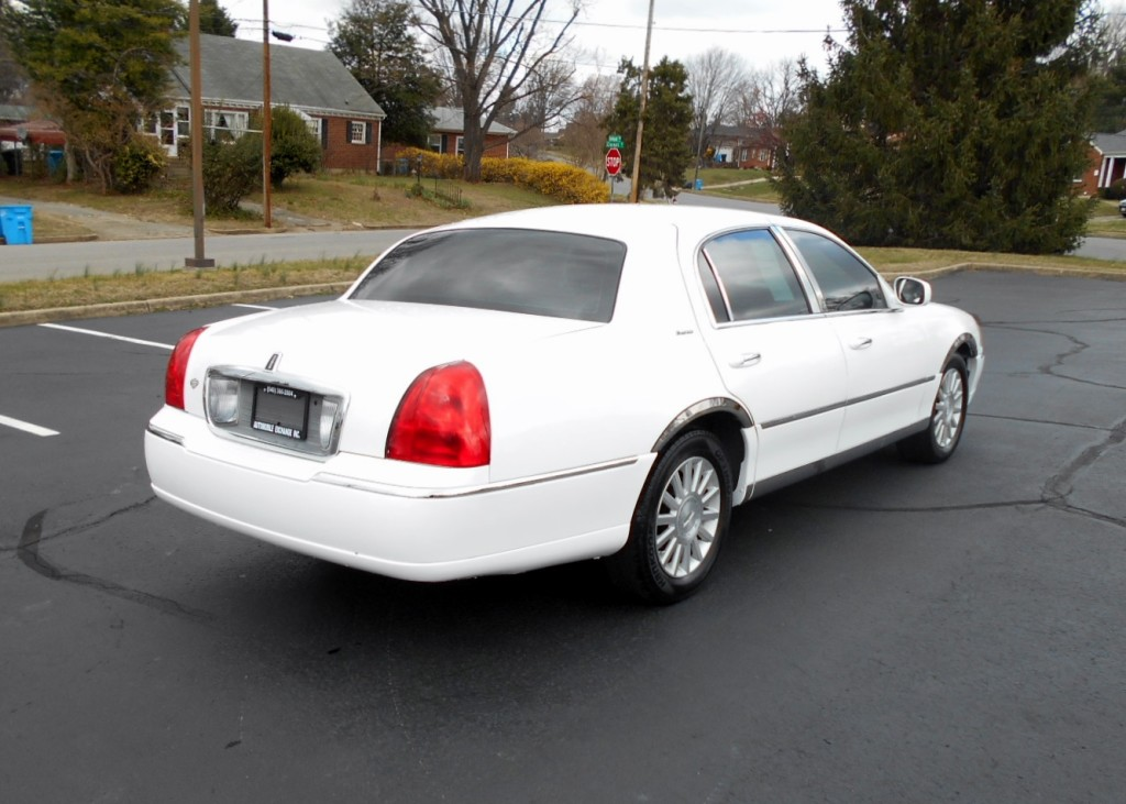 2003 Lincoln Towncar 005