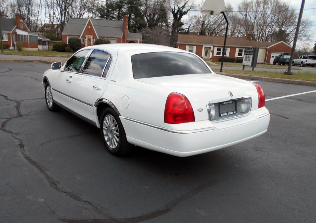 2003 Lincoln Towncar 007