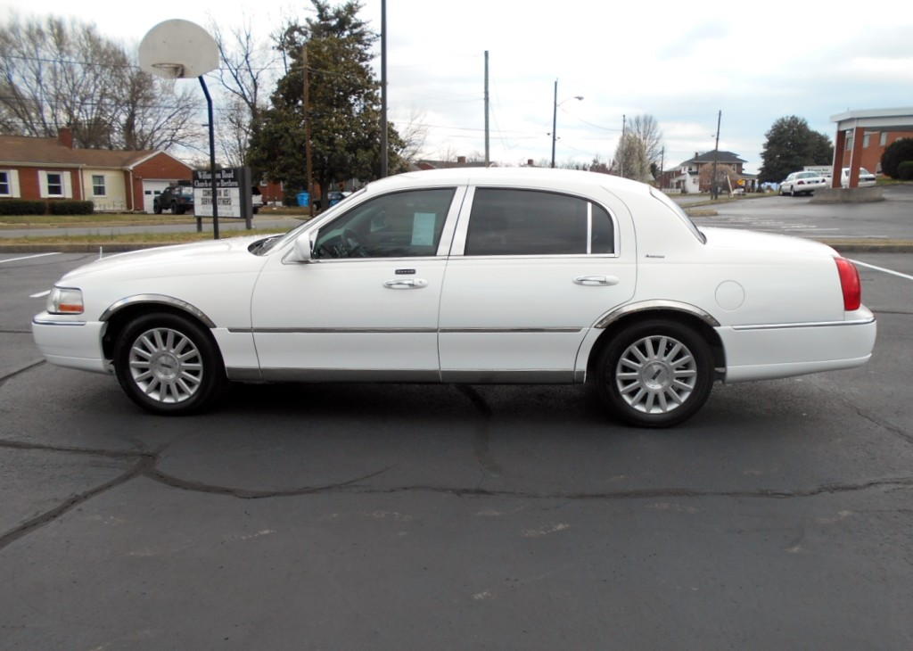 2003 Lincoln Towncar 008