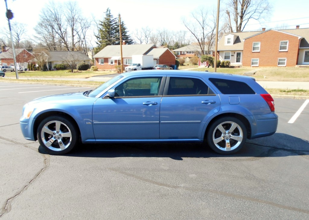 2007 Dodge Magaum 001