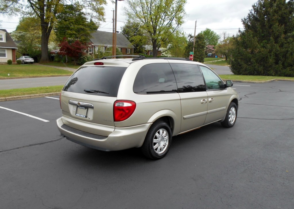 2005 Chrysler T & C 005