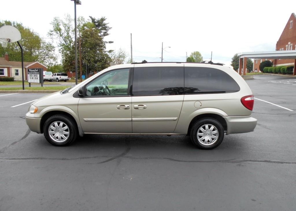 2005 Chrysler T & C 008