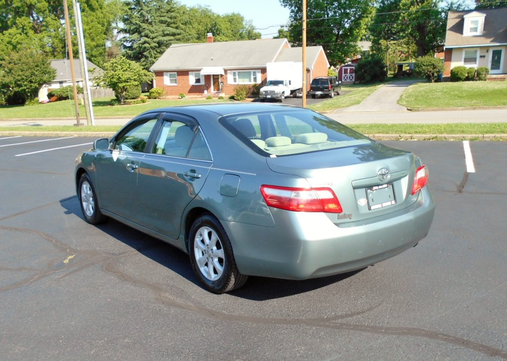 2007 Toyota Camry LE 008
