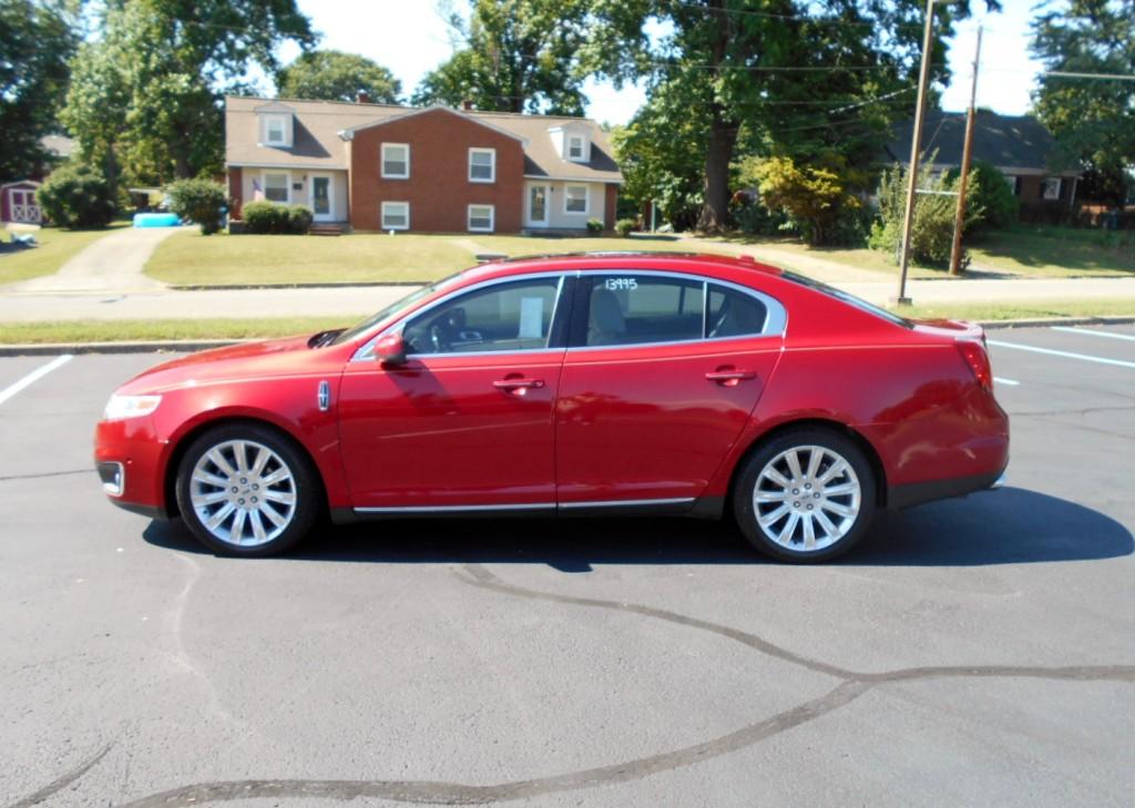 2010 Lincoln MKS 001