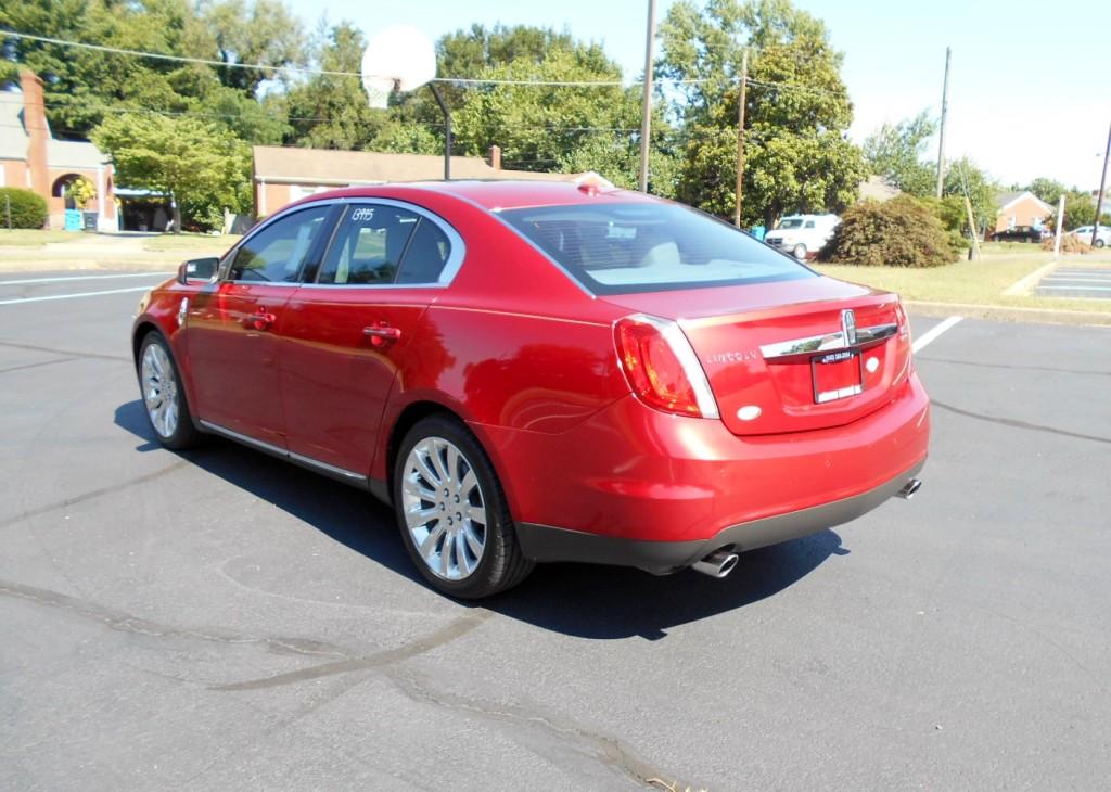 2010 Lincoln MKS 008