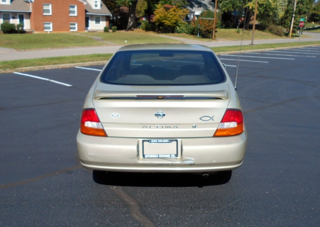 1998 Nissan Altima 007