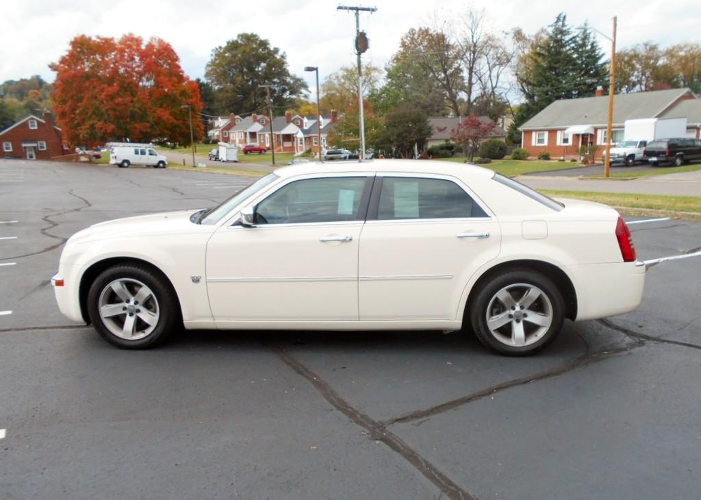 2007 Chrysler 300C Hemi 002