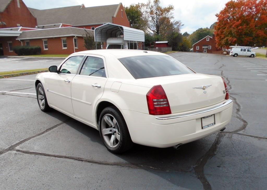 2007 Chrysler 300C Hemi 009